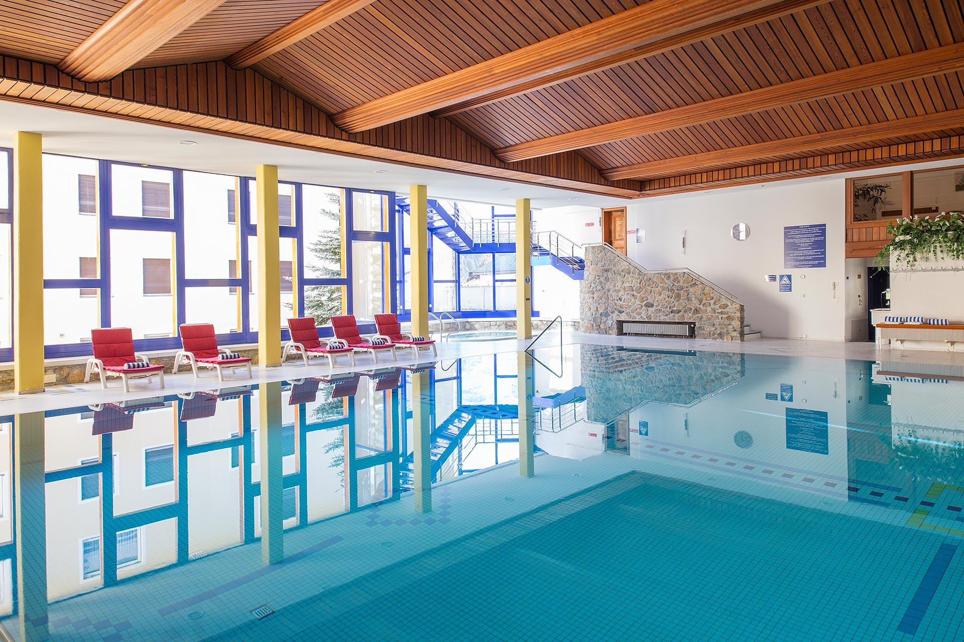 Piscina al coperto centro benessere hotel europa st for Costo piscina coperta al coperto